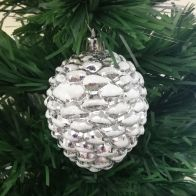 See more information about the 4 Pack Of Silver Pine Cone Christmas Tree Decorations
